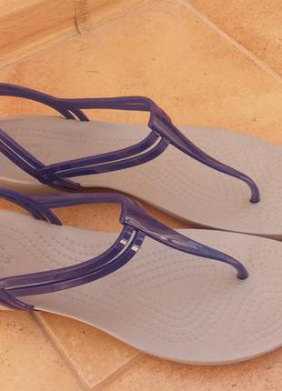 Женские босоножки крокс сандалии crocs isabella t-strap, iconic comfort размер w9