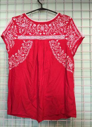 Яркая блузка вышиванка