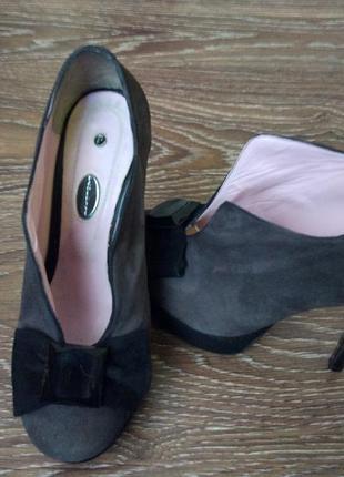 Туфли ботильоны  высоком каблуке