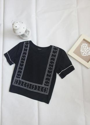 Кроп топ футболка свободного кроя с геометричной вышивкой