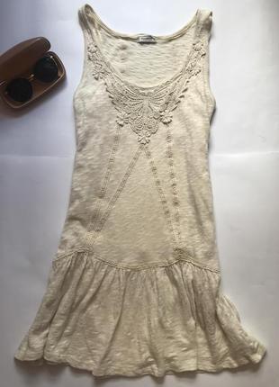 Коротенькое платье с оборкой