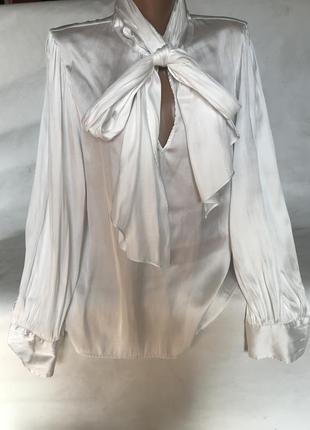 Очень красивая белая блуза