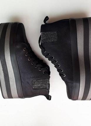 Кожанные ботинки на очень толстой подошве