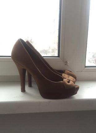 Туфли босоножки zara на высоком каблуке