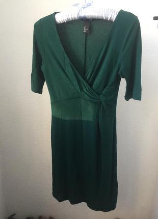 Трикотажное платье изумрудного цвета