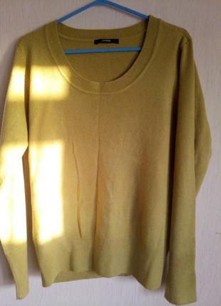 Мягкий свитер гарчичного цвета