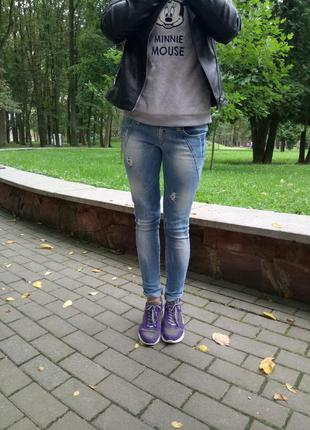 Очень крутые джинсы denim