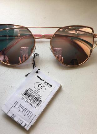 Солнцезащитные очки с розовым переливающимся подтоном