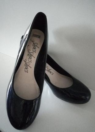 Синие туфли на низком каблуке marks & spencer