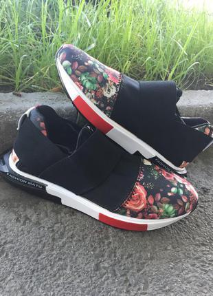 Спортивные кроссовки с  цветочным принтом в наличии!