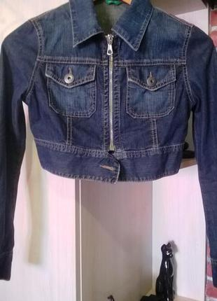 Укороченная джинсовая куртка united colors of benetton, пиджак,джинсовка