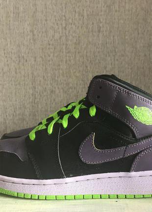 Продам баскетбольные кроссовки nike air jordan 1 retro 38p