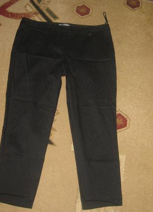 Черные брюки зауженные к низу atmosphere