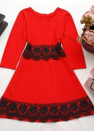 Красное платье с рукавом 3/4 и черным кружевом pronto moda 14uk