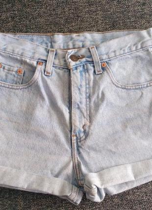 Классные шорты levis