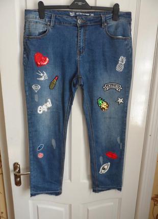 Мега модные джинсы с нашивками
