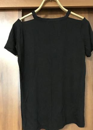 Хлопковая футболка с красывыми вырезами на плечах