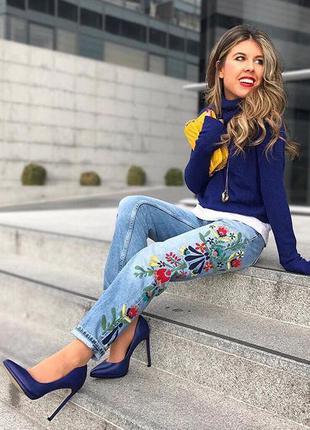 Модние джинси с вишивкой от zara!!оригинал.размер 34(идет на 36)