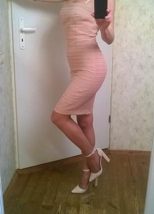 Платье бюстье цвета беж.