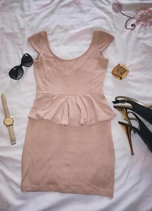 Бежевое платье баска