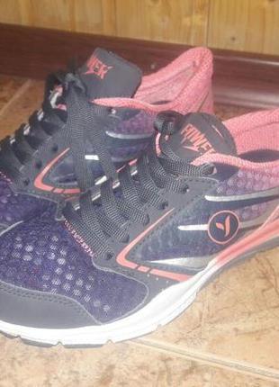 Модные, удобные кроссовки