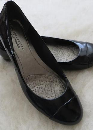 Фирменные туфли, лаковая кожа. размер 39,5