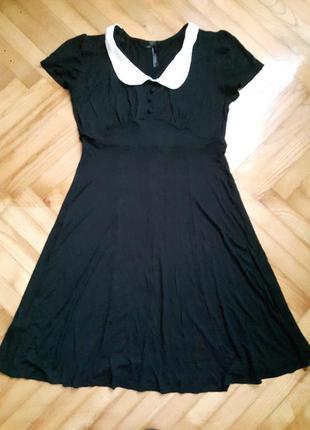 Трикотажное черное платье с белым воротником от next! p.-10