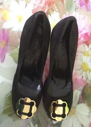 Замшевые женские туфли andre р-37