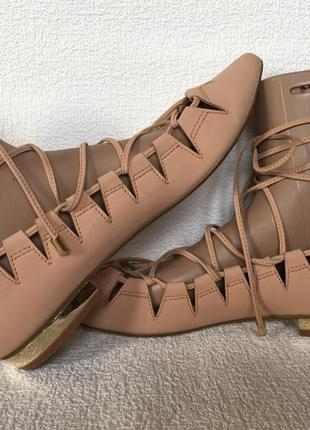 Трендовые туфельки на завязках river island цвет нюд