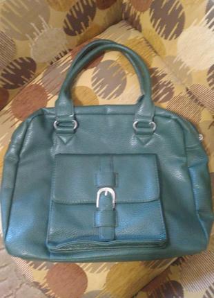 Зеленая сумка с короткими ручками