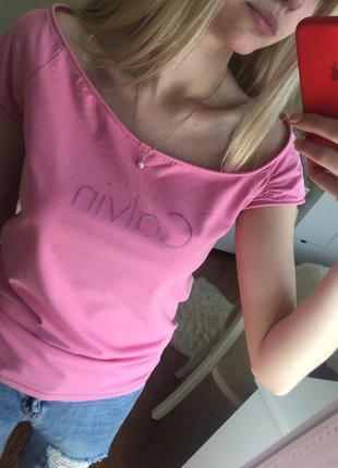 Шикарная футболка от calvin lkein оригинал с бархатной надписью