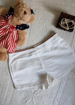 Короткие шортики с кармашками