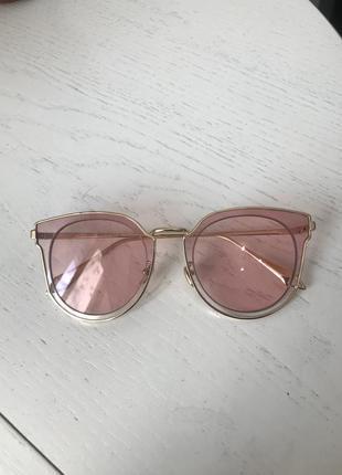 Солнцезащитные очки dior. обмен на парфюмерию
