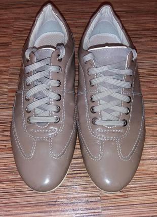 Кожаные лакированые  кроссовки geox 37 р
