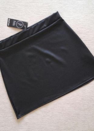 Стильная черная юбка из ткани под кожу! размер m/l