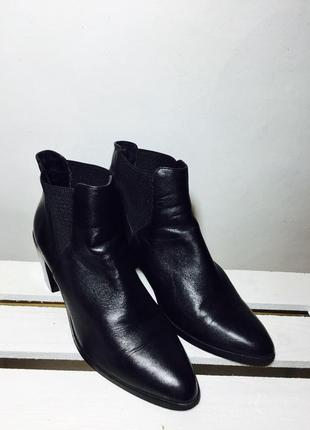 Невероятные кожаные ботинки на среднем каблуке с резинками