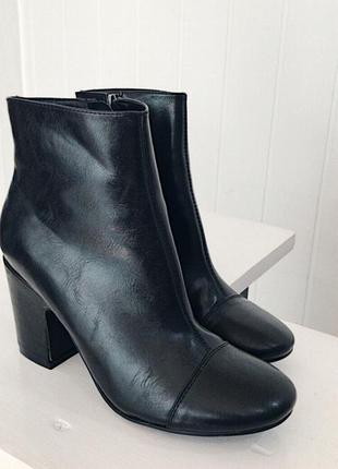 Чорні черевички