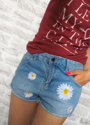 Крутые стильные джинсовые шорты с вышивкой/ с цветами / с ромашками. s-m.