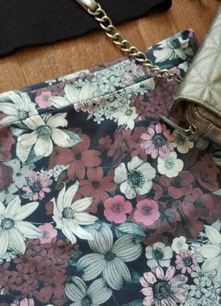 Стильная мини-юбка с цветочным принтом