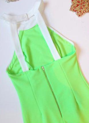 Яркое салатовое платье в обтяжку приталенное короткое