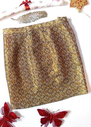 Золотистая короткая юбка с завышенной талией