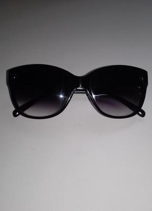 Стильные чёрные солнцезащитные очки квадратной форми классические