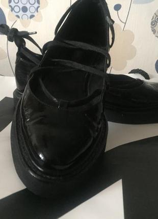 Дорогие  туфли/балетки премиум бренда uterque . пыльник в комплекте.