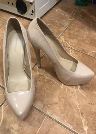 Красивые туфли на каблуке.замшевые,лаковые,нарядные.