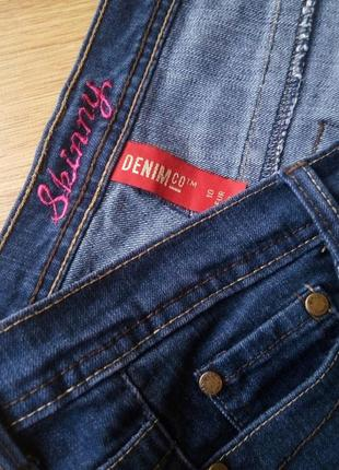 Темные джинсы denim co