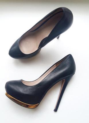 Zara стильные черные туфли кожа 38р высокий каблук шпилька круглый носок лабутены