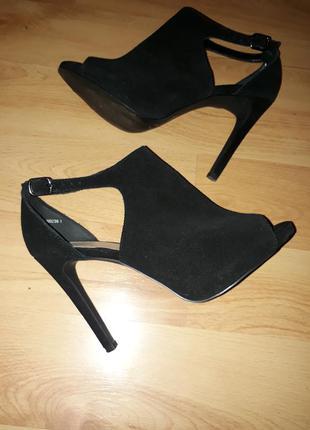 Замшевые босоножки туфли с открытым передом new look