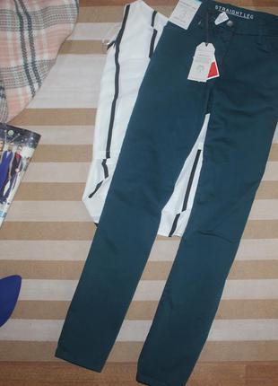 Темно зеленые джинсы стрейч,  средняя посадка