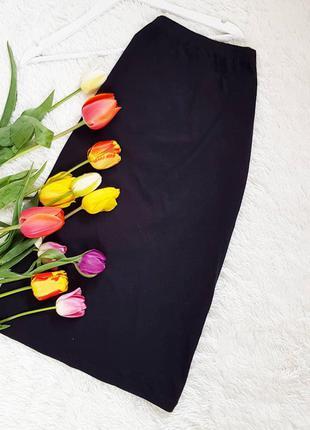 Чорна тонка юбка в обтяжку міді