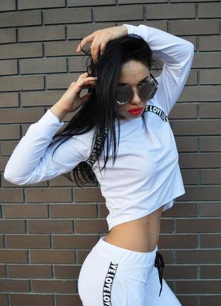 Белая кофточка белого цвета, тренд лета 2018